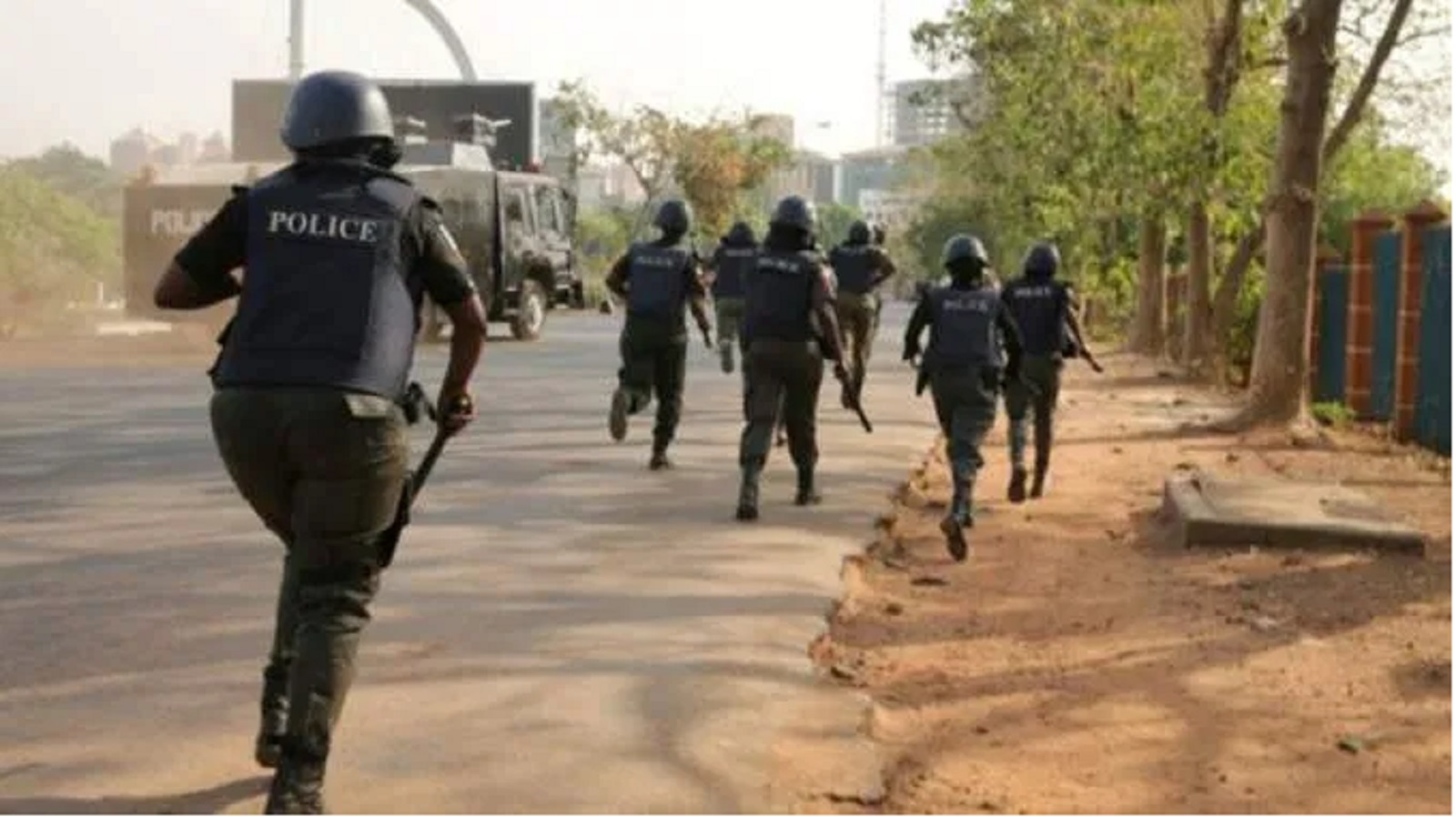 Photo of Lockdown: Securities Orders Journalists, Health Workers to sit down on the road in Ekiti