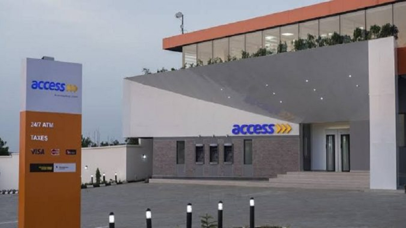 Photo of COVID-19: After donating 1bn to FG; Access Bank slashes Staff Salaries, Retrench 75% Of Workers