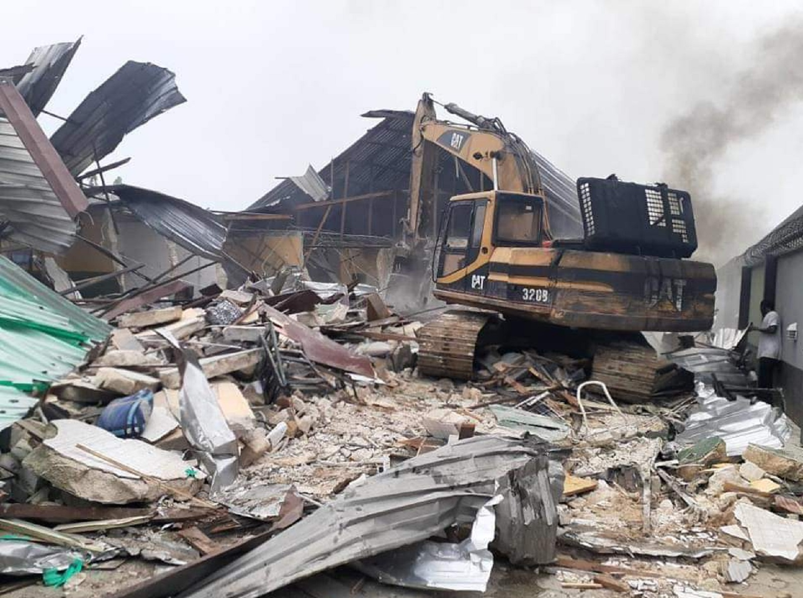 Photo of BREAKING: Gov Wike Demolishes Hotels, Bars for Violating COVID-19 Lockdown Directive