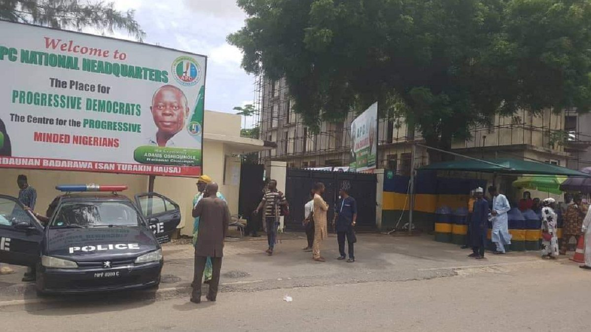 Photo of BREAKING: Again, Police Seal APC National Headquarters