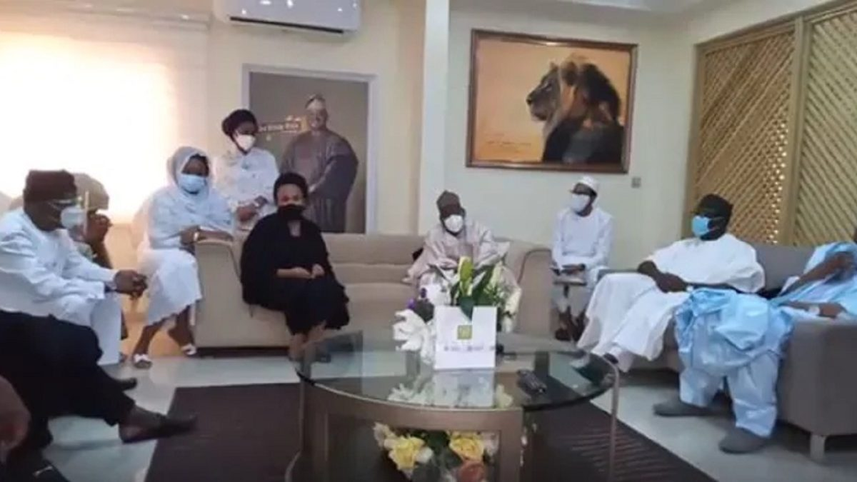 Photo of VIDEO: Ajimobi's wife, Oyo deputy governor in open exchange of words