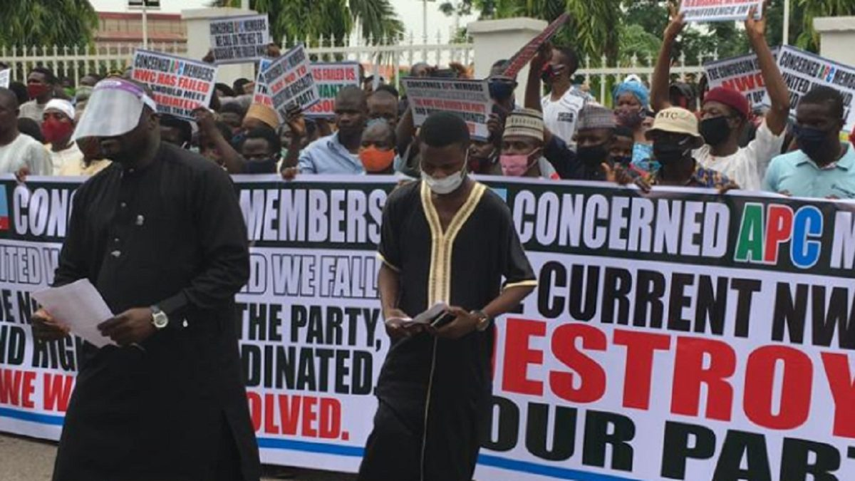 Photo of BREAKING: APC members storm National Secretariat, demand NWC's sacking