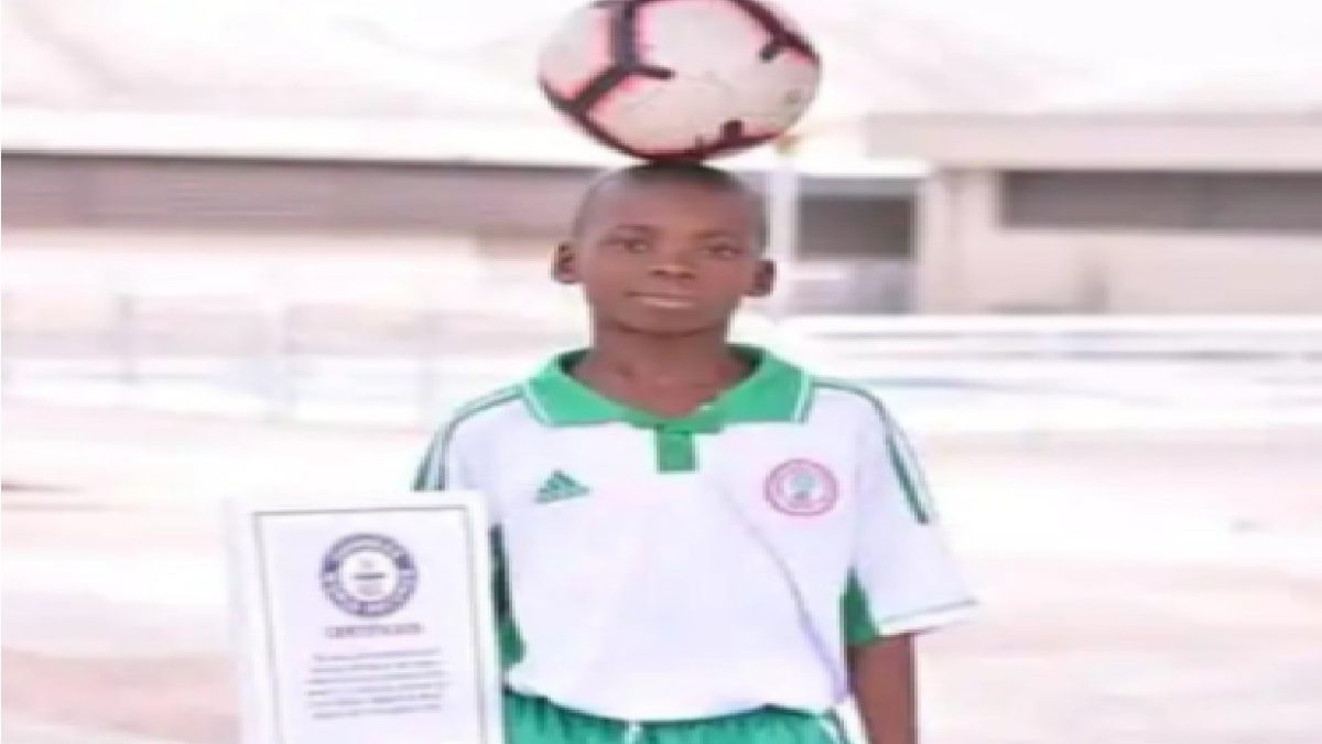 Photo of VIDEO: 11-year-old Nigerian footballer sets Guinness world record with football skills