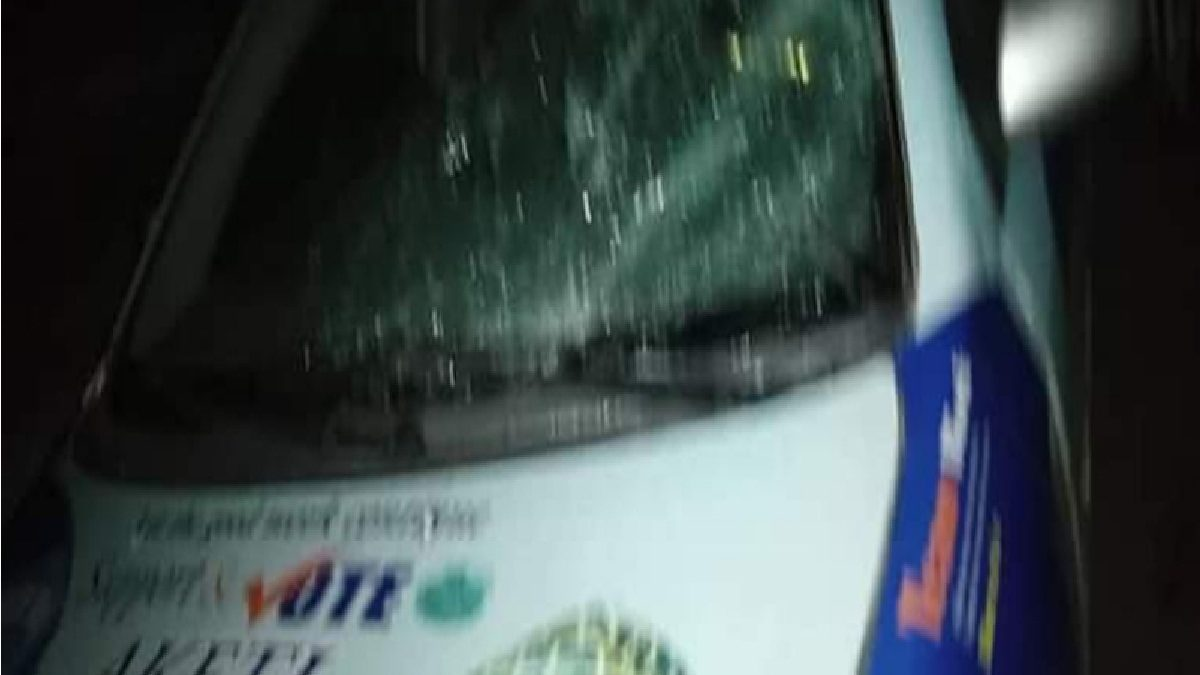 Photo of Many injured, vehicles destroyed as APC, ADC supporters clash in Ondo