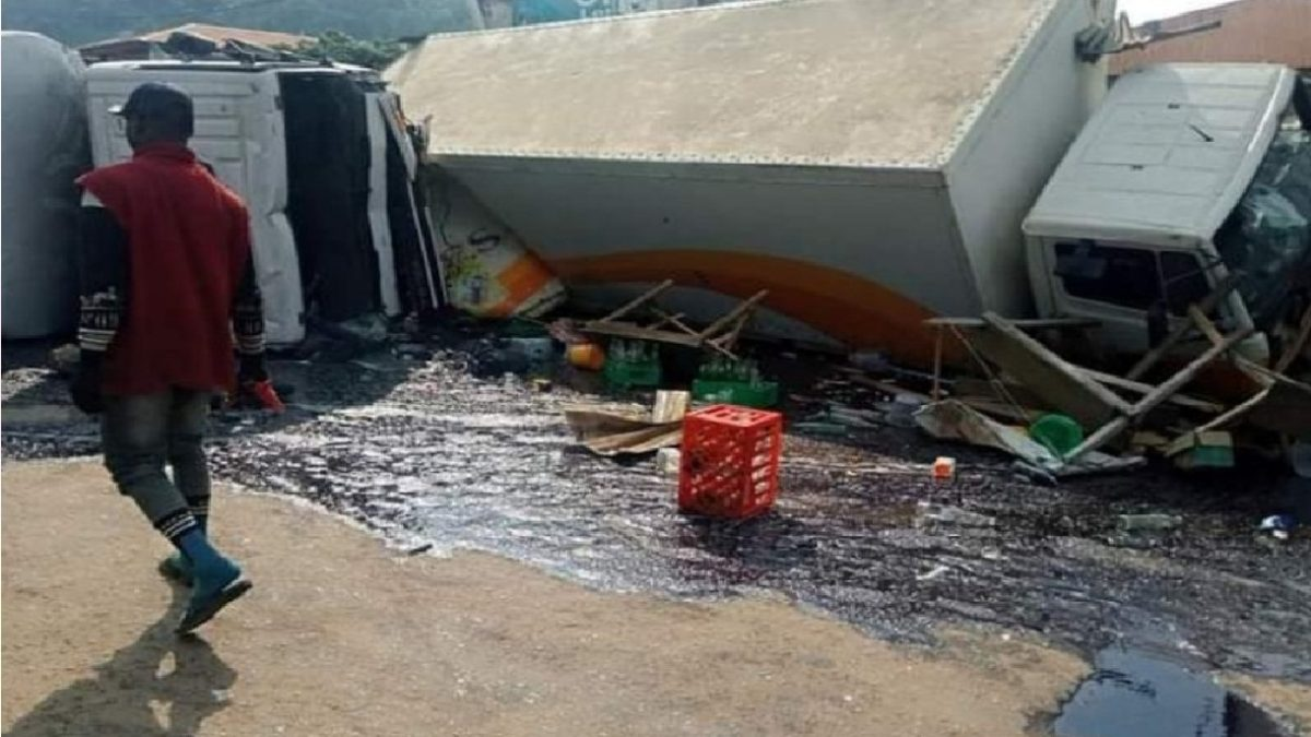 Photo of Trucks coming from Ekiti crushes six to death in Ondo