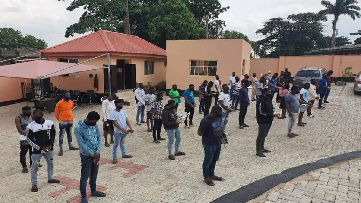 Photo of Yahoo Boys: EFCC Arrests 3 NYSC Members, 19 Undergraduates, 10 Others For Fraud