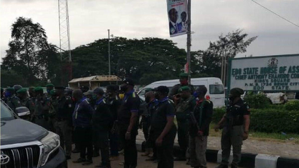 Photo of VIDEO: Drama in Edo as thugs invade the House of Assembly, take down mace and remove roofs