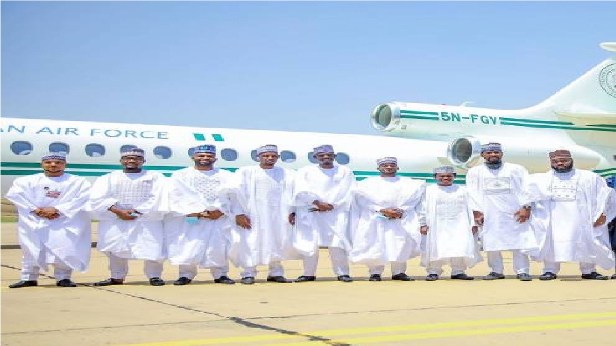 Photo of Buhari Deployed Presidential Jet For Aide, Bashir Ahmad's Wedding